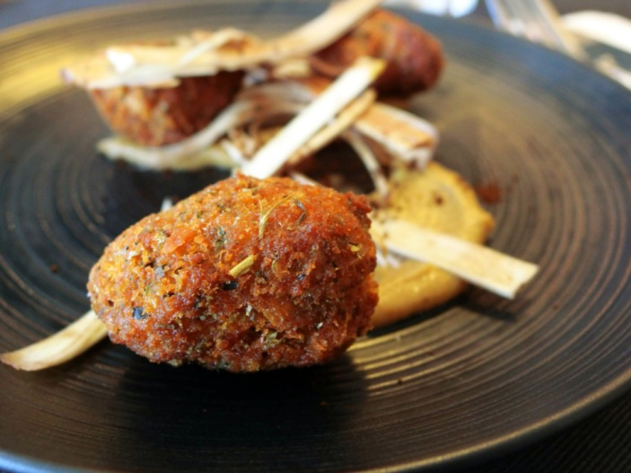 Sweetbread with onion ouree and heart of palm salad