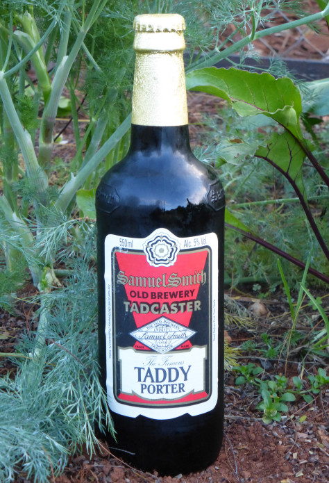 Samuel Smith's Taddy Porter, class in a glass