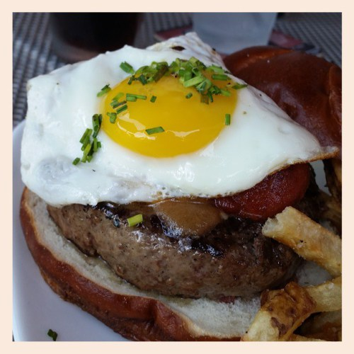 Kuma's Corner Windhand burger